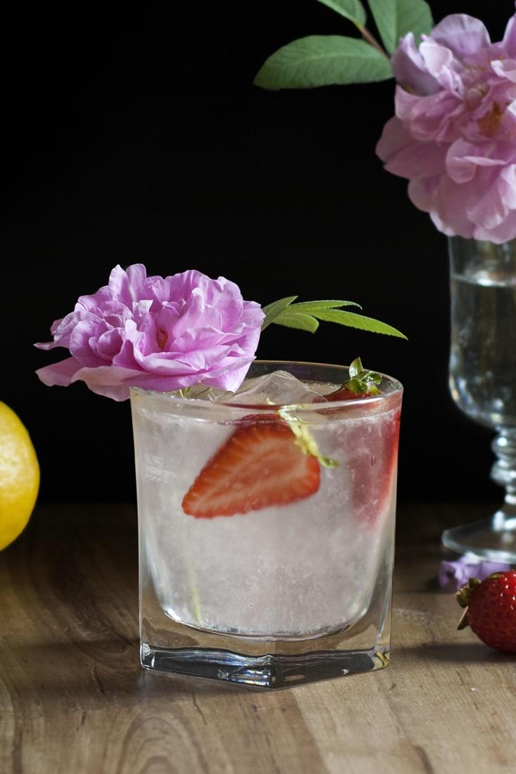 saffron-and-rose-gin-lemonade-cocktail-recipe-02