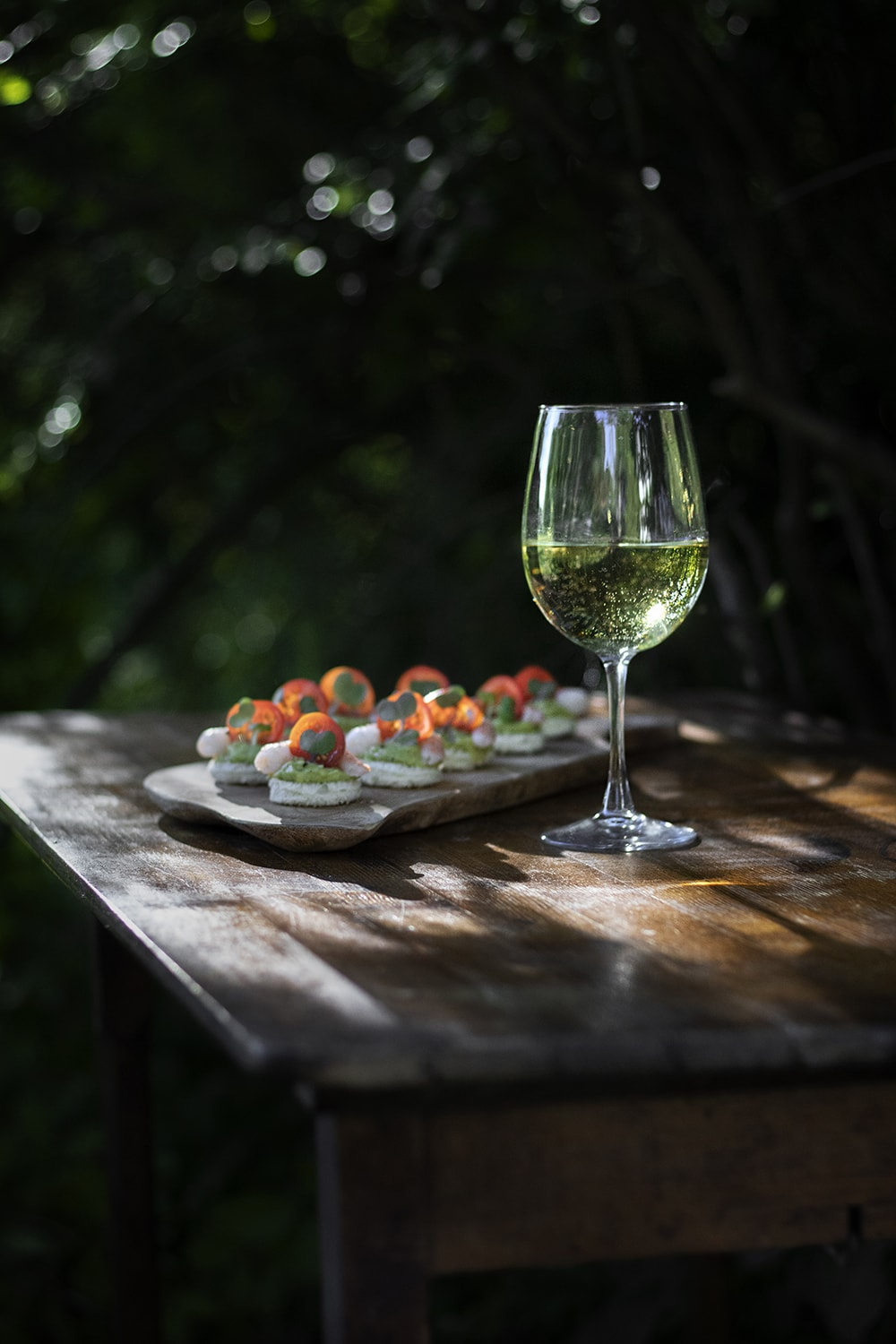 pouilly fuisse wine with avocado shrimp canapes