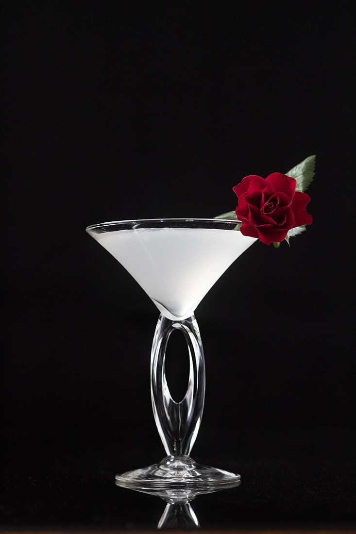 white-winter-cosmopolitan-cocktail-for-valentines-days