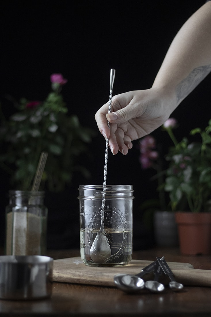 how-to-make-simple-syrup-for-cocktails-05