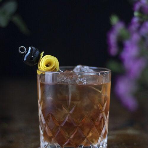 sazerac-classic-cocktail-with-cherry-and-lemon-twist